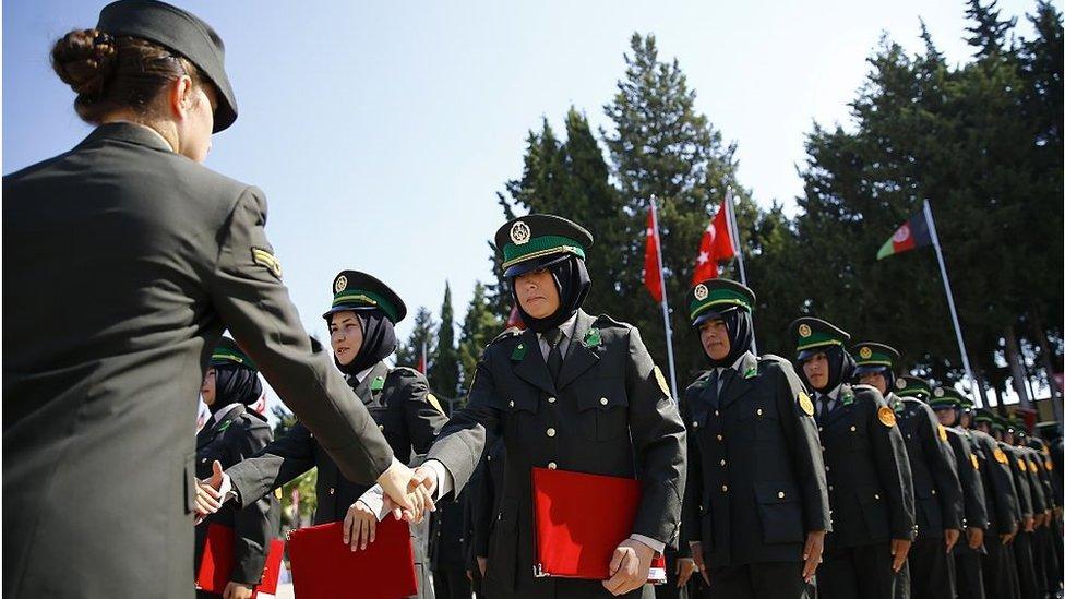 Afganistan Ulusal Ordusu'nun subay ve astsubay adayı 109 kadın personeline, 3'üncü Piyade Eğitim Tugay Komutanlığında temel askerlik eğitimi verildi (25 Ağustos 2016)
