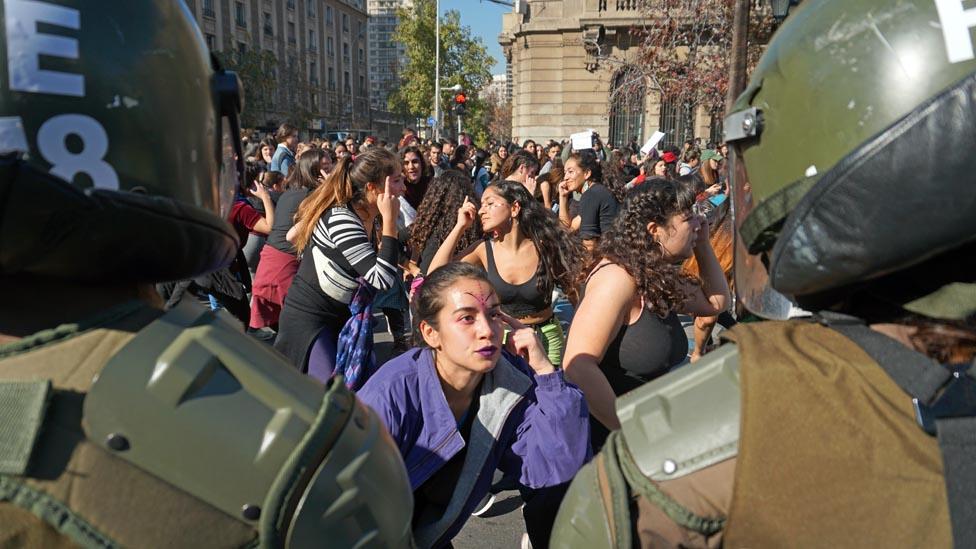 De la mano de las tomas, las protestas feministas en la calle se han proliferado en Chile durante el último mes.