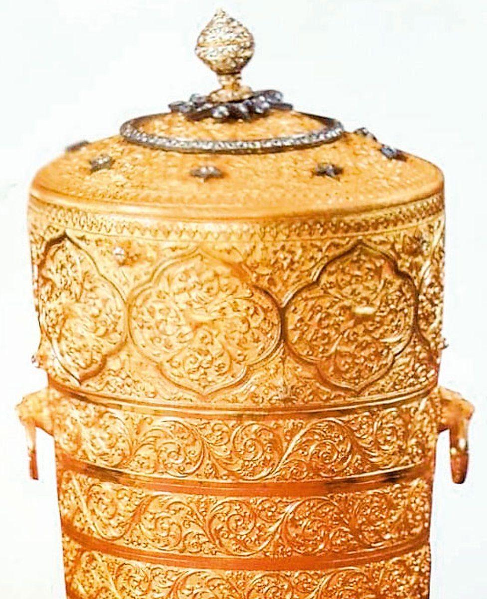 صندوق غداء ذهبي مرصع بالألماس مملوك لعثمان علي خان