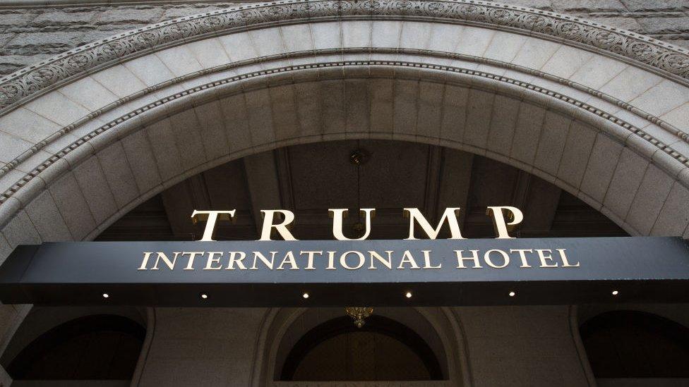 La demanda amaneza al imperio de Trump.