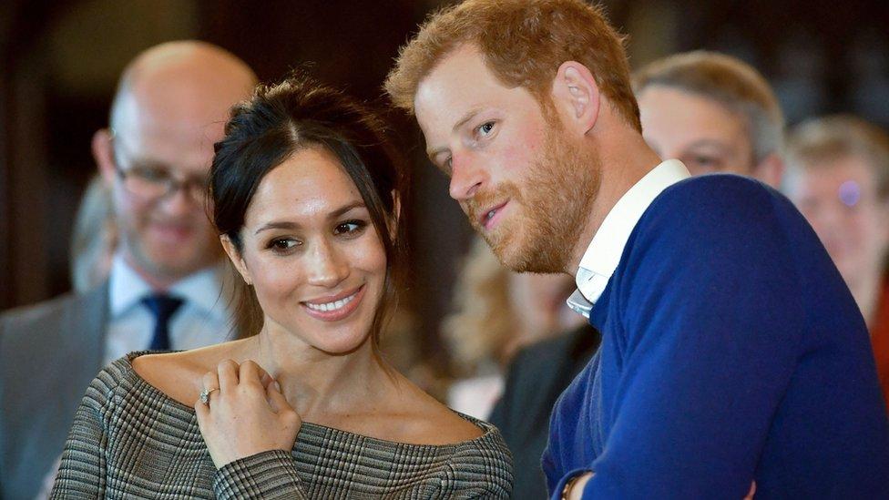 الأمير هاري إلى جانب عروسه ميغان ماركل
