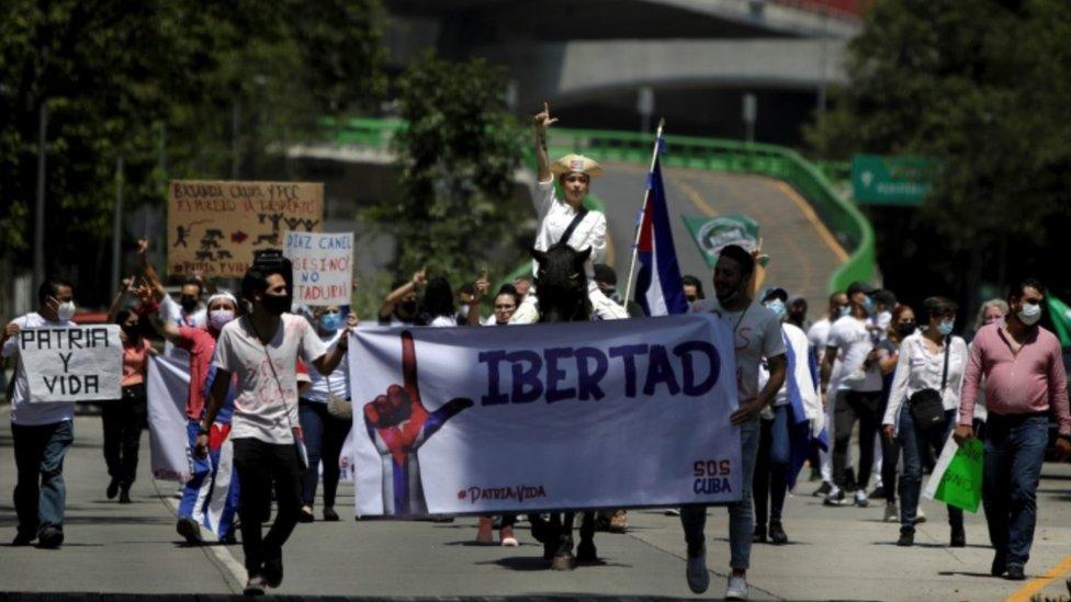 Manifestacion en contra del gobierno cubano en CDMX.
