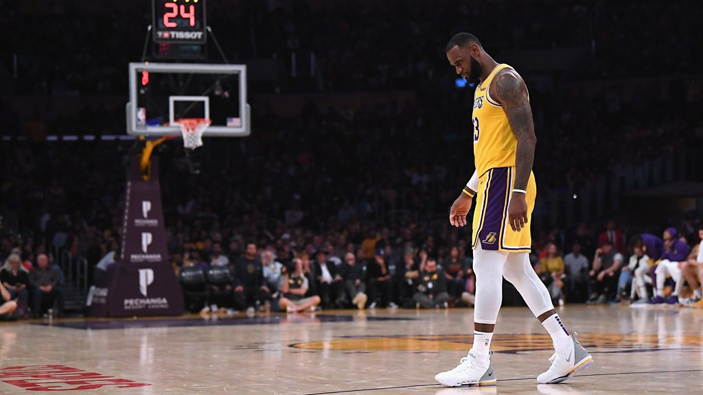 NBA: LeBron James misses twice as LA Lakers lose again