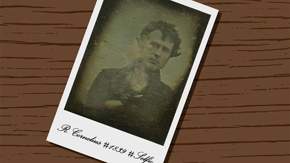 Selfie de R. Cornelius en dibujo