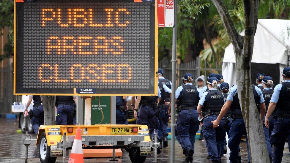الطرقات أغلقت أمام الناس.