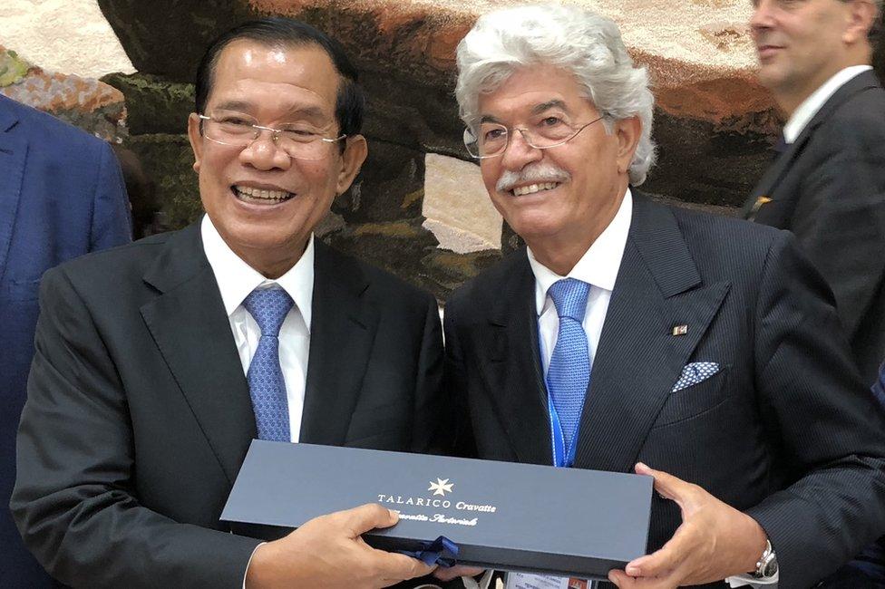 Antonio Razzi, former Italian senator, presenting a luxury Italian tie to Hun Sen