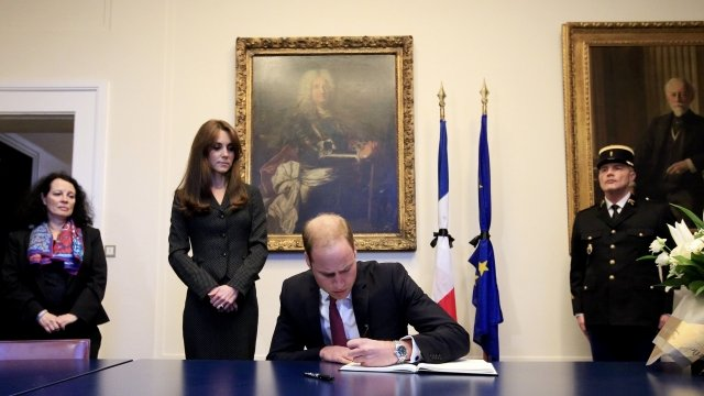 Prince William signs condolences