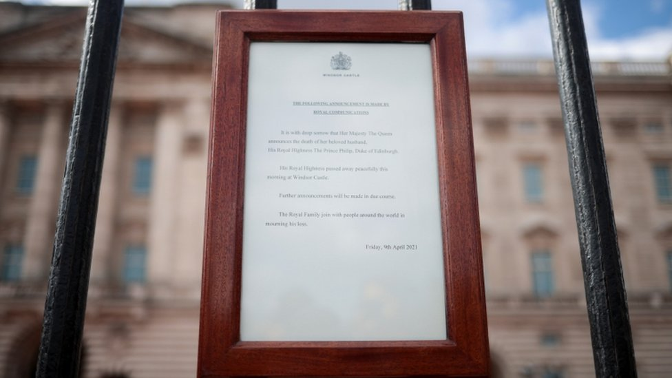 The announcement of the death at Buckingham Palace