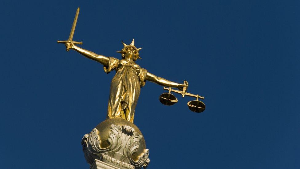 La justicia escultura