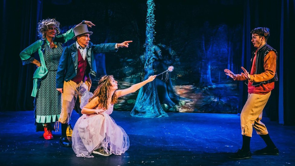 Refunds after 'spectacularly bad' panto at Chippenham venue