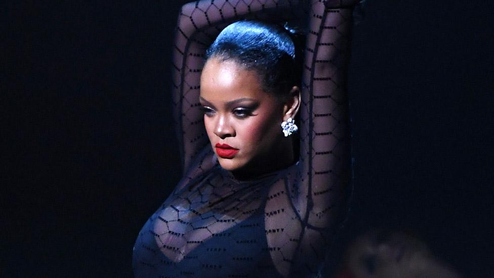 BBC News - Rihanna takes New York Fashion Week into the streaming age