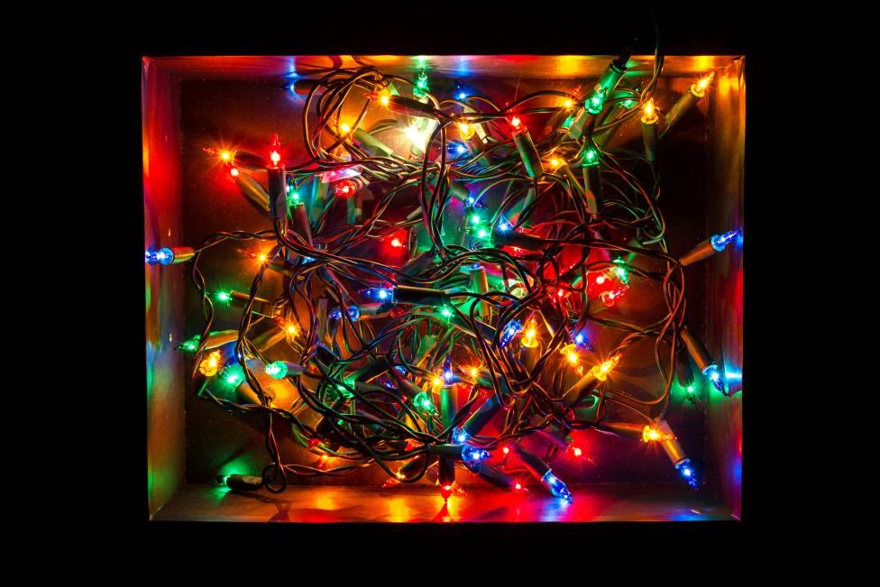 Luces de navidad enredadas