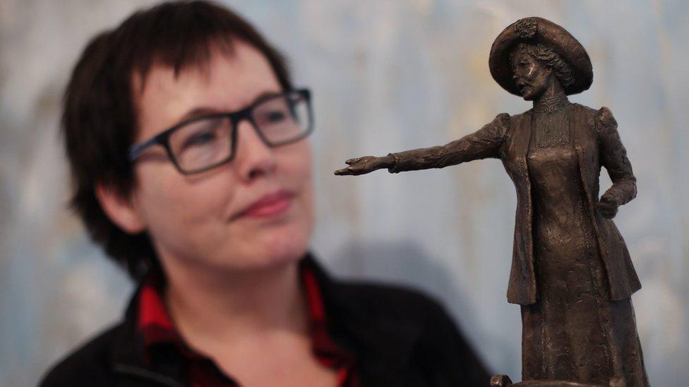 Bronzana statua Emeline Panharst.