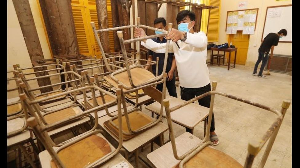 Escola sendo preparada para reabertura no Camboja