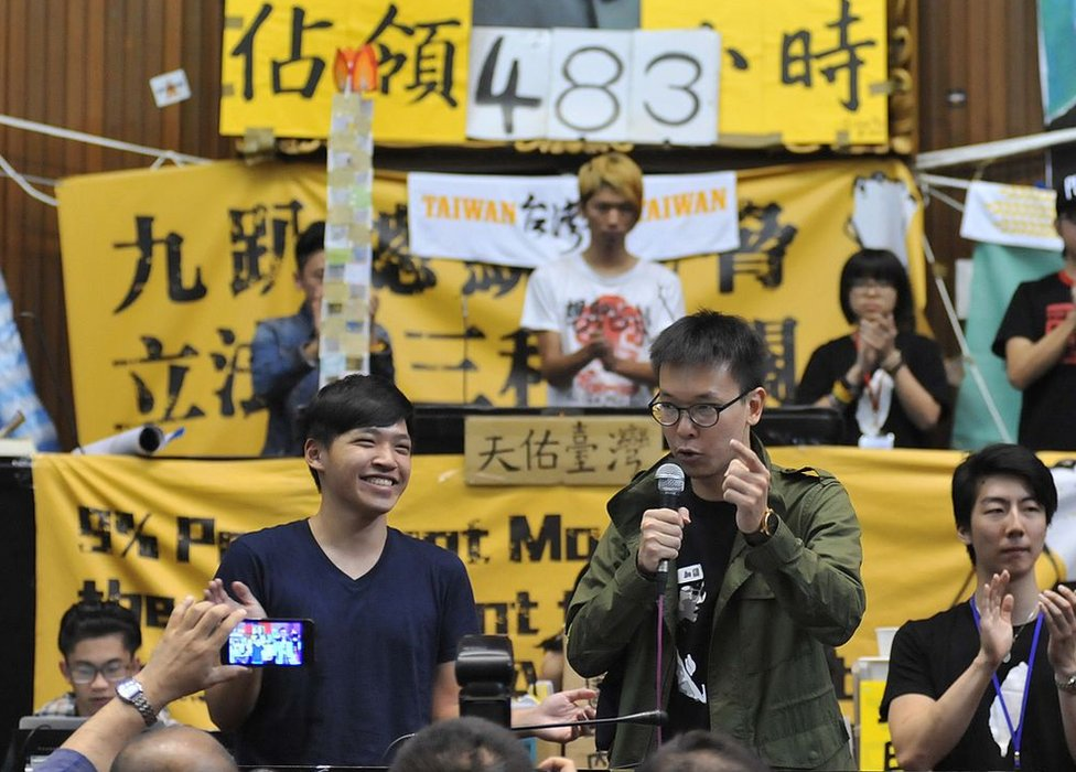 Students protest leaders Chen Wei-ting (front L) smiles as Lin Fei-fan (R) speaks inside Parliament as more than 200 protesters -- mostly students -- occupy the building in Taipei on 6 April 2014.