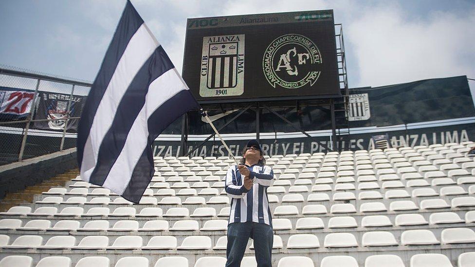 Fan de la Alianza en el estadio