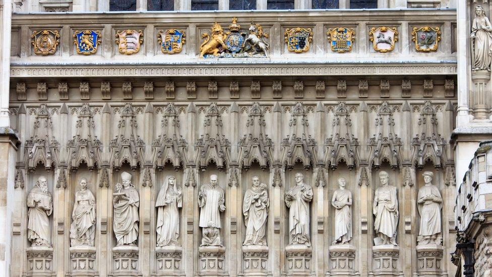 Porción de la puerta oeste de la abadía de Westminster.