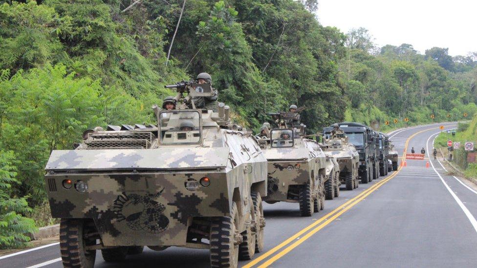 Tanques del ejército ecuatoriano Mataje, frontera entre Ecuador y Colombia.