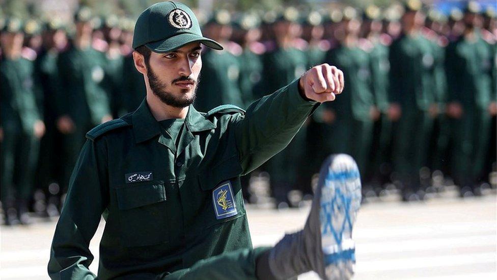 استعراض عسكري للحرس الثوري الإيراني