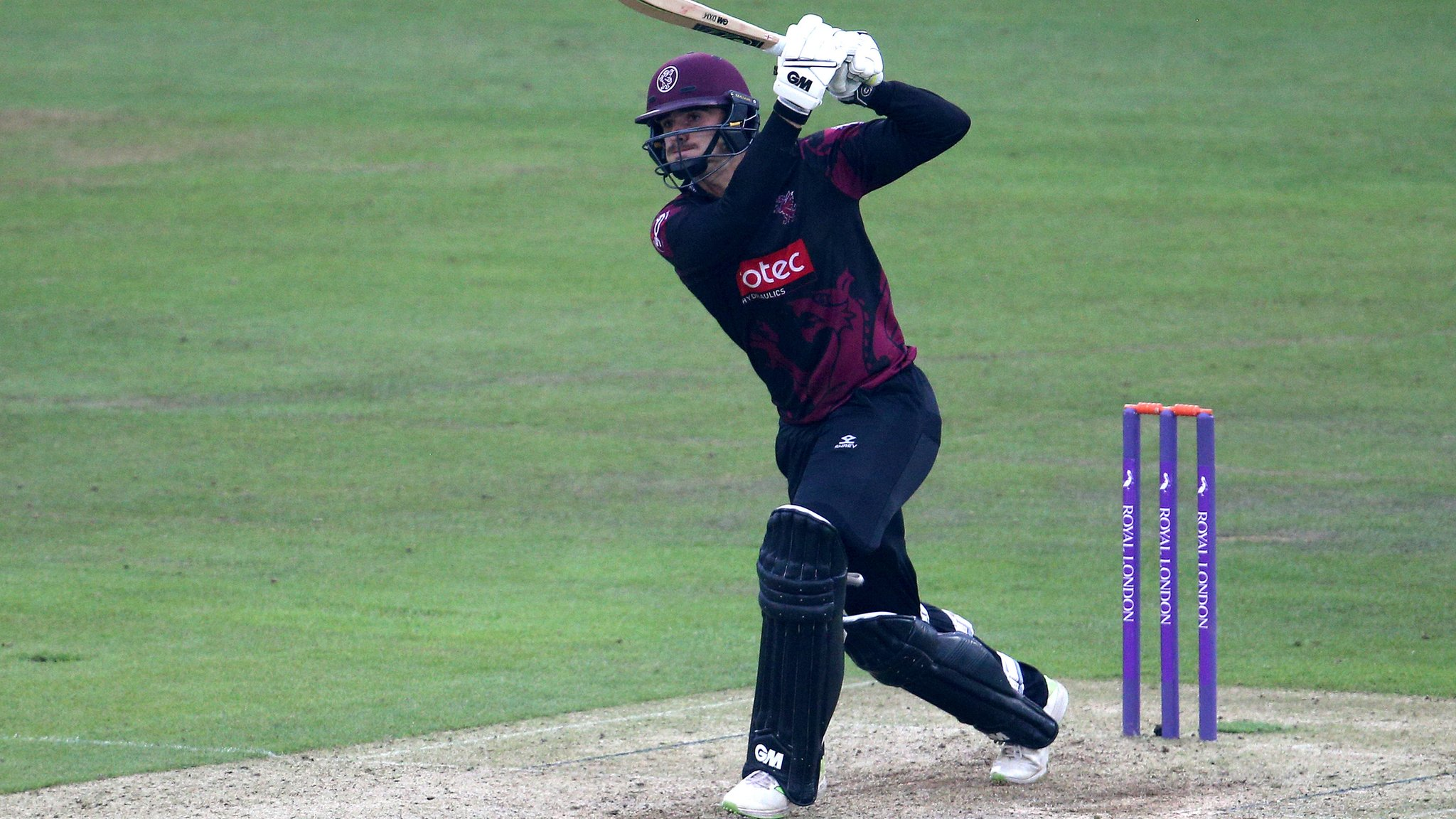 County Championship: Somerset all-rounder Ben Green signs new deal