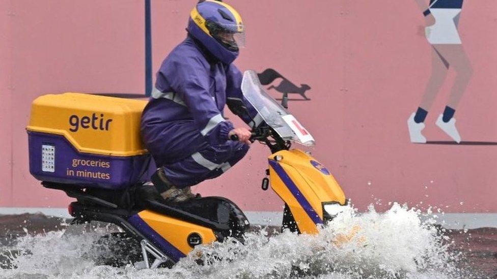倫敦水災:氣候變化會議舉行之際暴雨來襲 醫院、地鐵站、公路淹水關閉