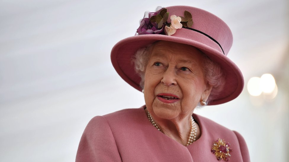 Queen on first public engagement outside royal residence since March