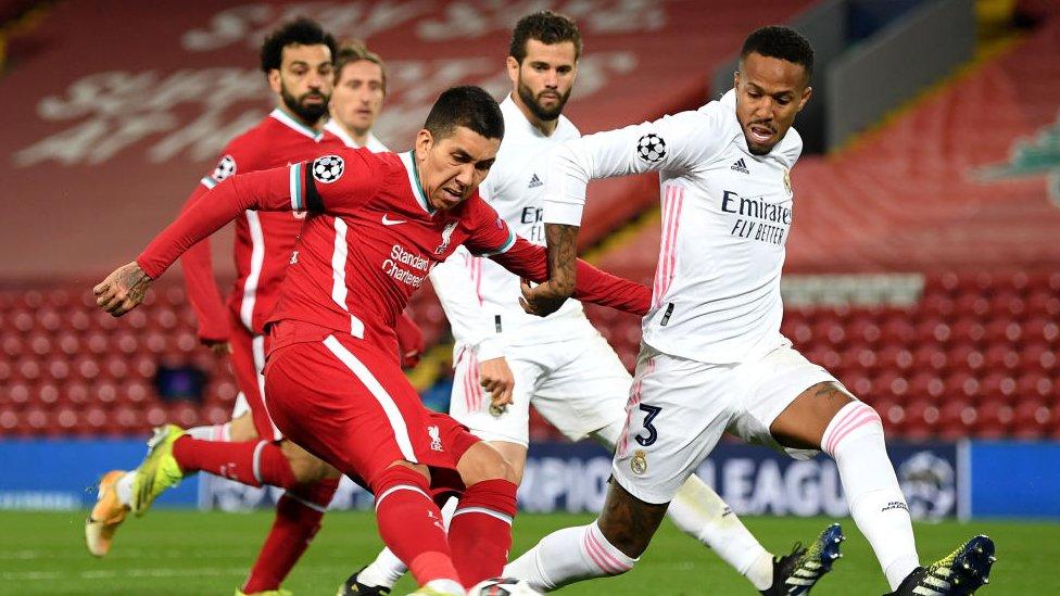 Partido de Liga de Campeones entre Liverpool y Real Madrid.
