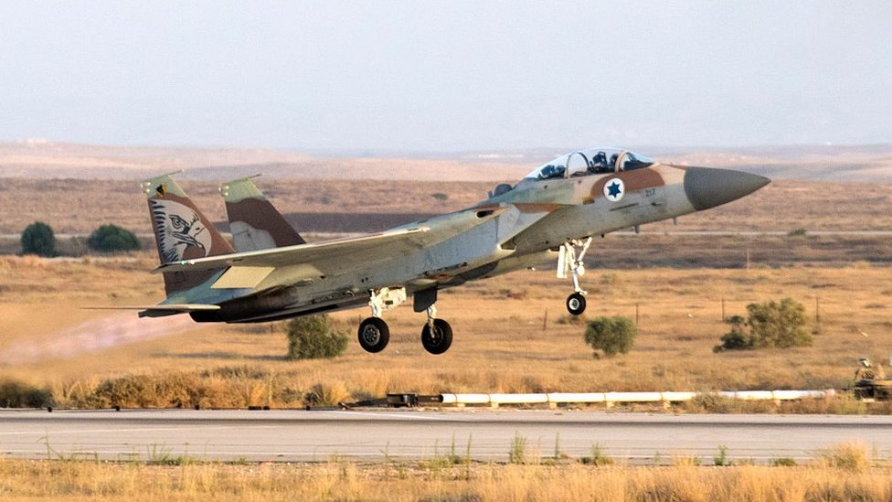 Israeli F15 takes off during an air show in the Negev desert (30 June 2016)
