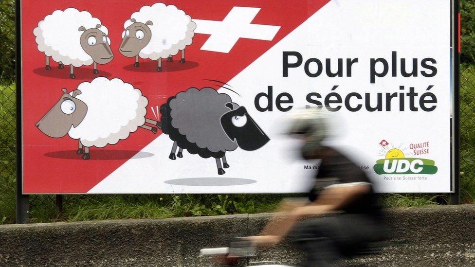يحتاج المواطنون السويسريون في كثير من الأحيان إلى التصويت على القضايا المثيرة للجدل مثل الهجرة