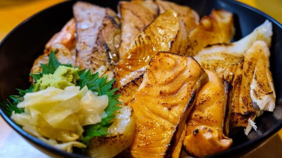 في اليابان يعد الطعام بإضافة كميات قليلة من مكونات عالية المذاق والنكهة