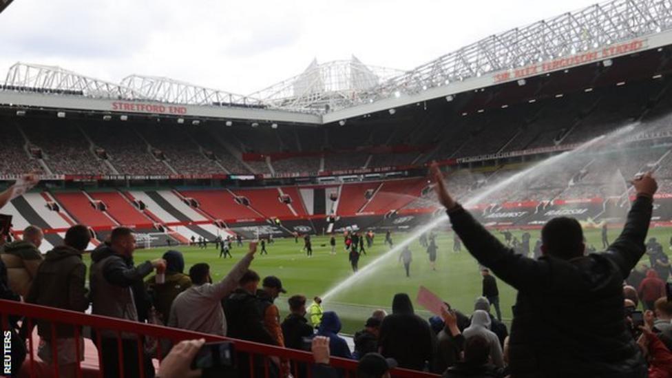 تأجيل مباراة مانشستر يونايتد ضد غريمه ليفربول