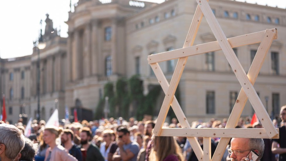 Marcha contra el antisemitismo en Berlín tras el atentado contra una sinagoga en Halle.