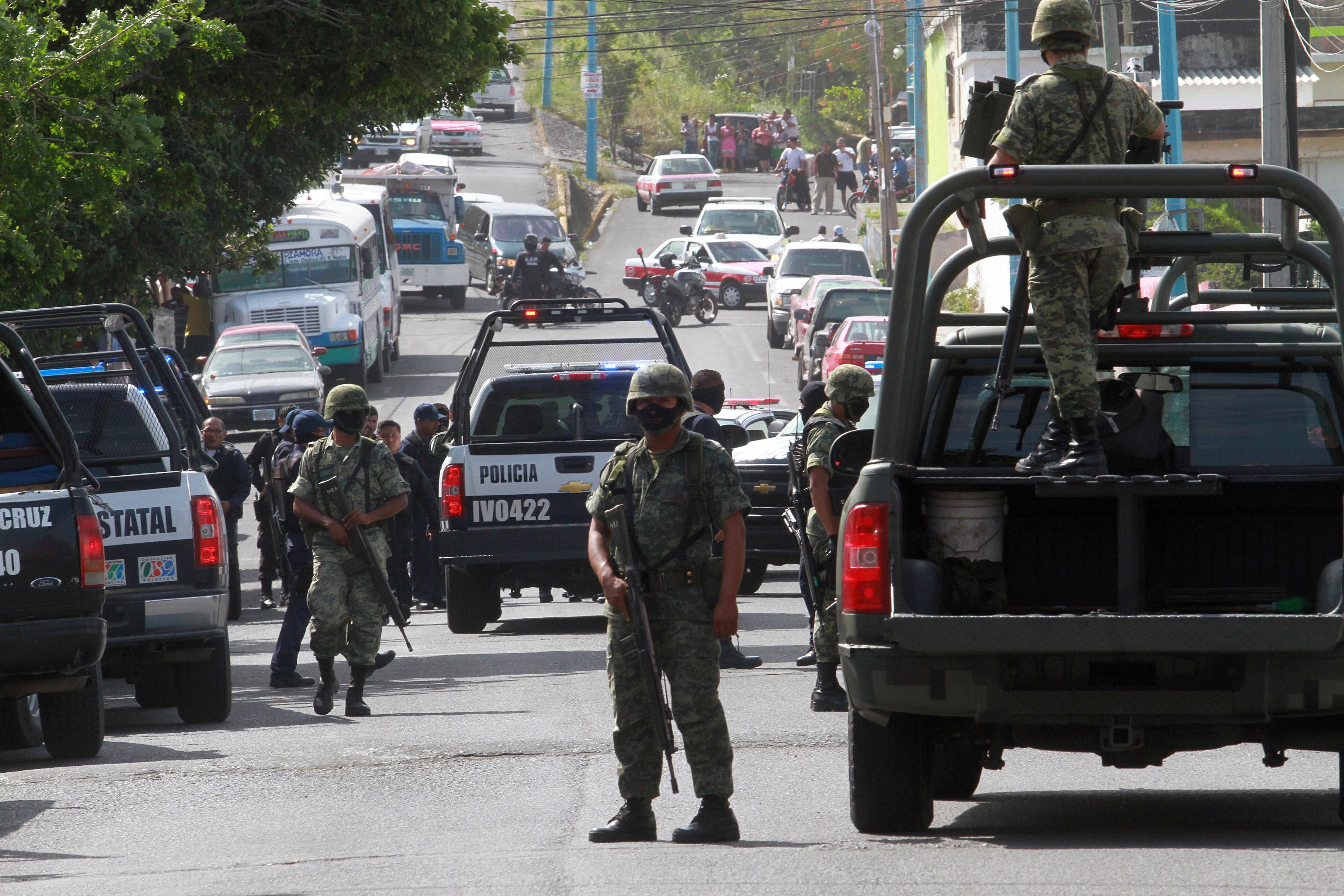 Militares en un operativo policial