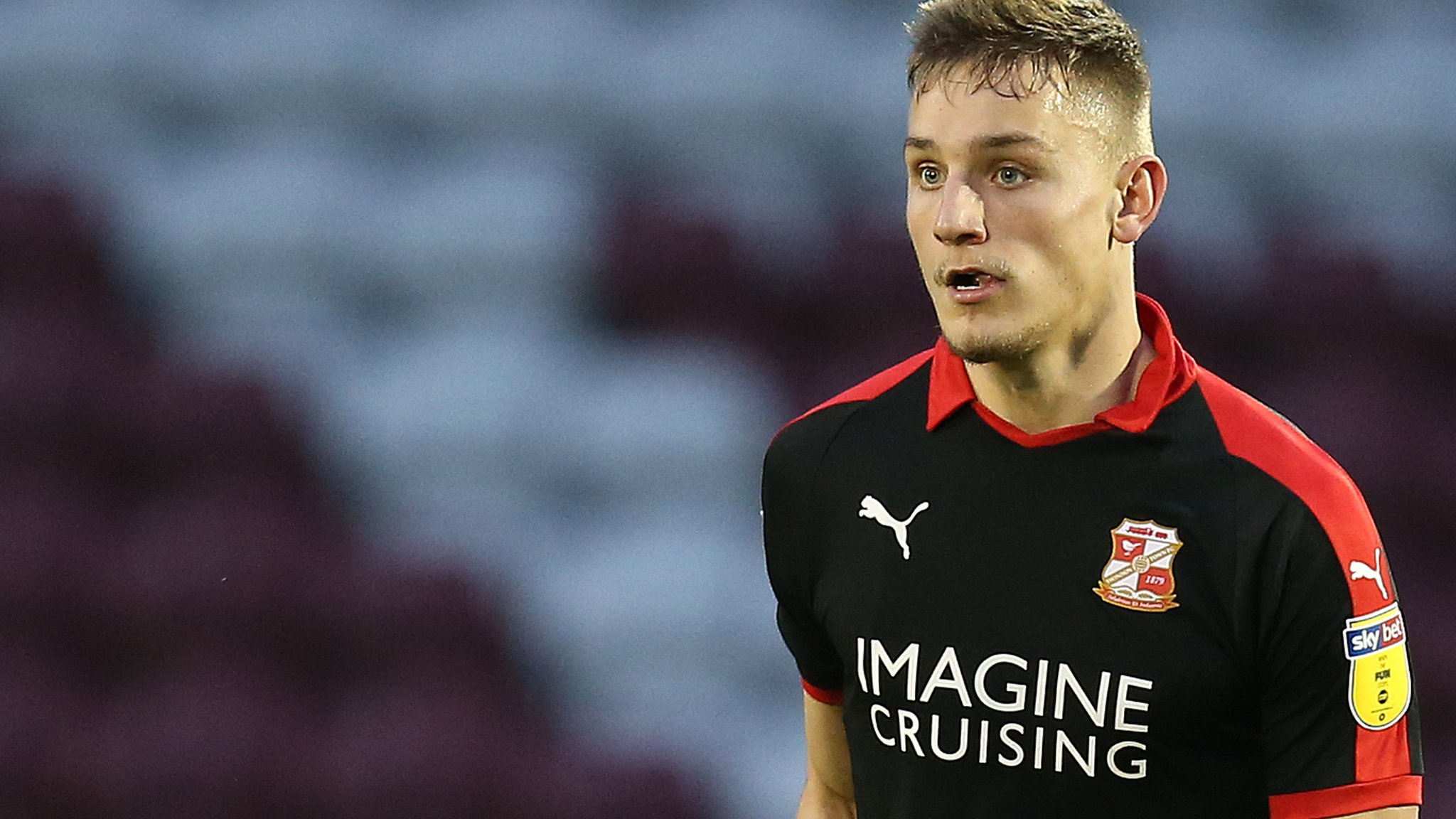 Swindon loanee extends deal with Ipswich