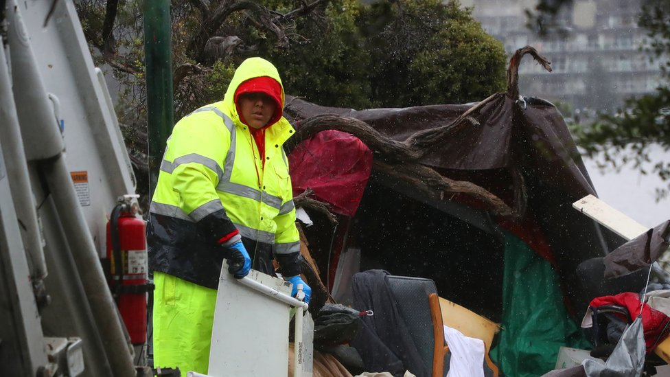 Oakland city authorities clear homeless encampments from Lakeside Park