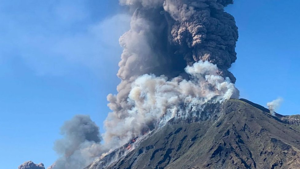 Люди викидають в атмосферу в десятки разів більше вуглекислого газу, ніж вулкани