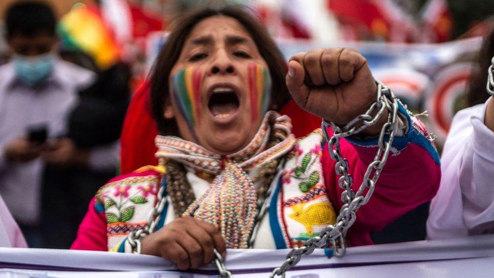 Partidarios de Pedro Castillo marchan