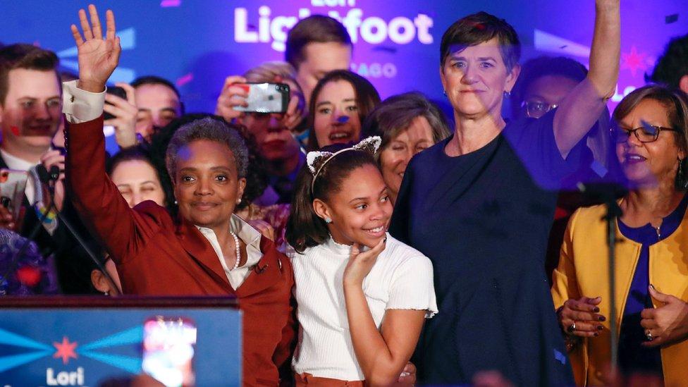 Lajtfut (levo) je pobedu proslavila sa ćerkom i suprugom