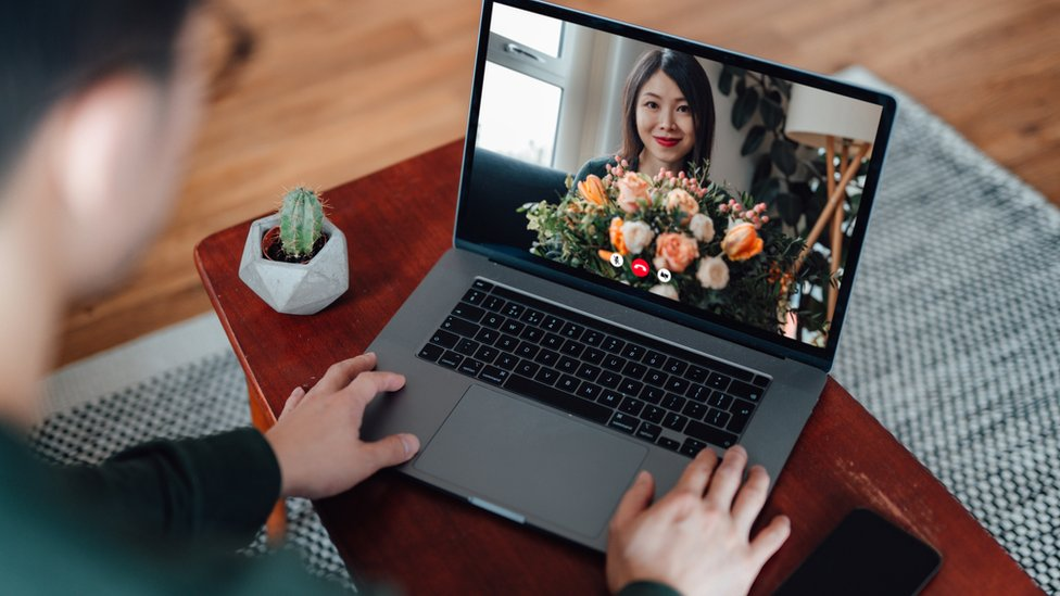 Antropolog Helen Fisher, insanların video aracılığıyla daha anlamlı sohbetler geçirdiğini söylüyor.