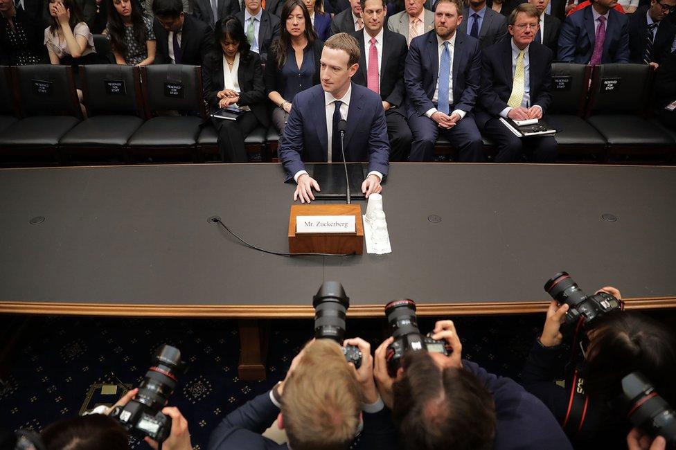 Mark Zuckerberg en su audiencia ante el Congreso estadounidense.