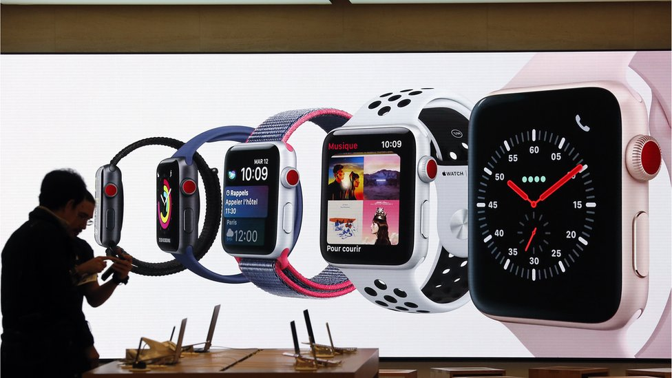 Apple Watches en una tienda Apple en París