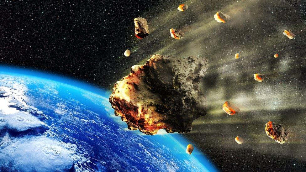 Meteoroides viajando hacia la Tierra.
