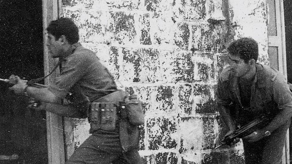 Benjamin Netanyahu (R) during a training exercise as a member of the Israeli army's elite Sayeret Matkal commando unit on 1 November 1971