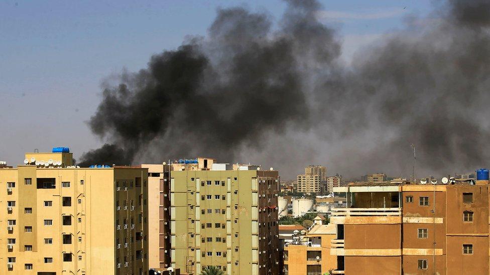 قوات الأمن استخدمت الغاز المسيل للدموع لتفريق المتظاهرين في الخرطوم