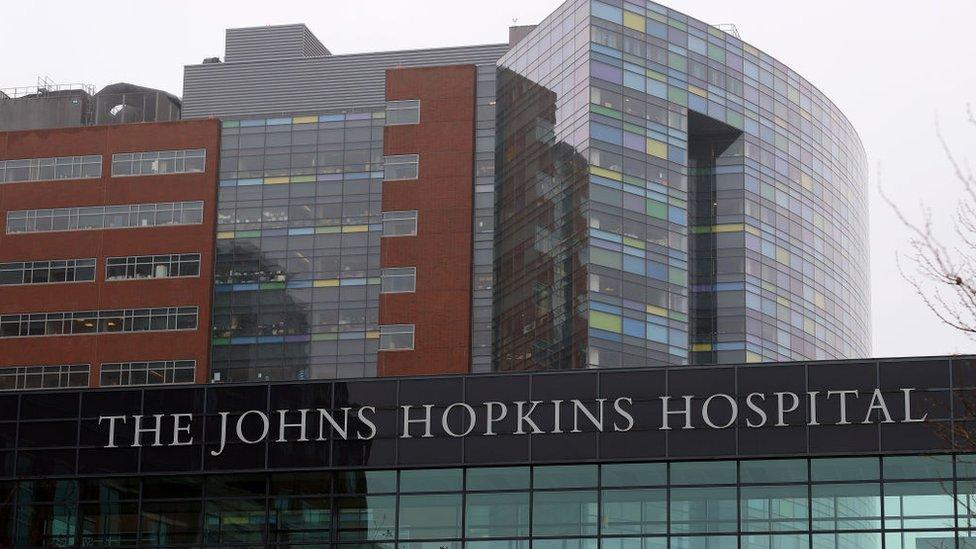 El Hospital Johns Hopkins.