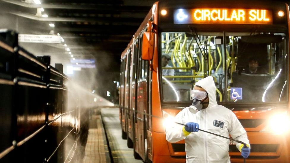 Covid-19: Curitiba resiste ao lockdown e vê hospitais privados lotados no pior mês da pandemia