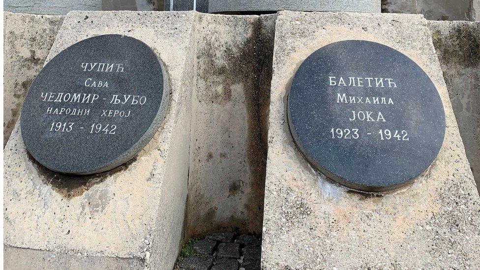 Na spomeniku jedno do drugog su imena Čedomira Čupića i Joke Baletić