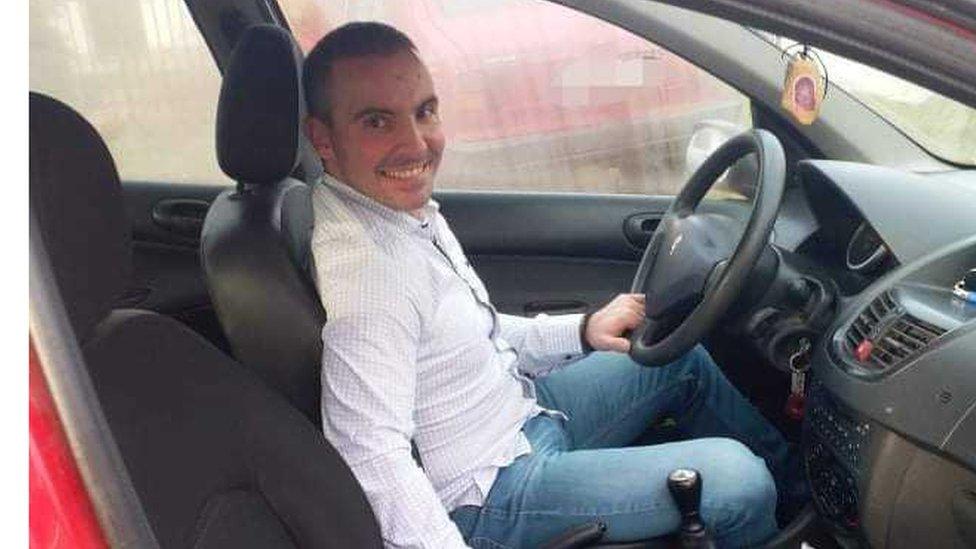 Ivan, koji radi kao instruktor vožnje, prestao je sa obukom od uvođenja policijskog časa