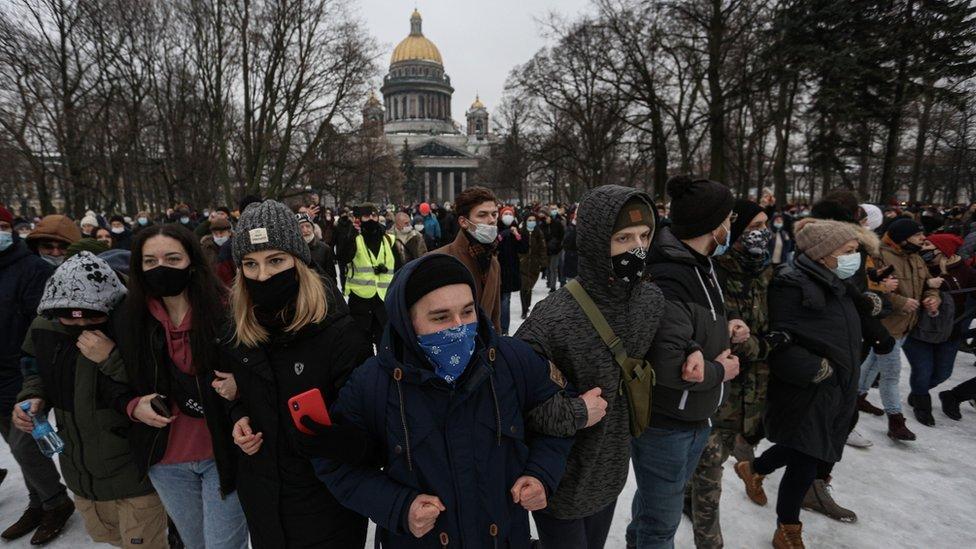 المحتجون في سان بطرسبرغ دعماً لأليكسي نافالني