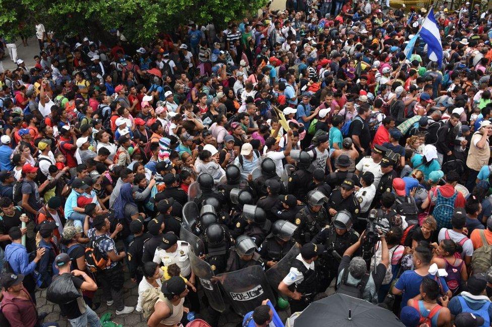 Entrada de migrantes hondureños de Guatemala a Mexico.